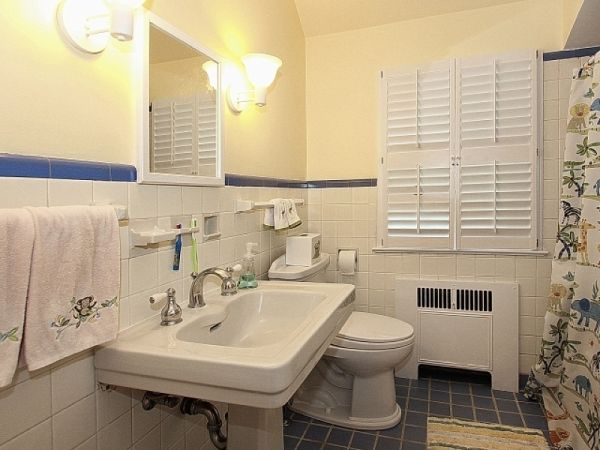 Hall Full Bathroom